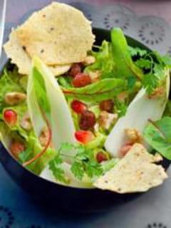 Salade mélangée et chips