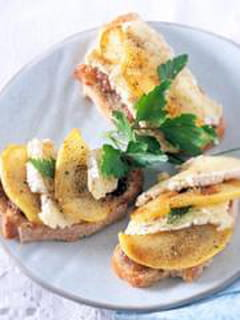 Bruschetta camembert-pommes