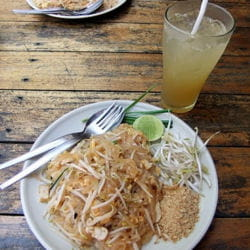 pad thaï chicken.
