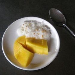 riz gluant sucré à la mangue.