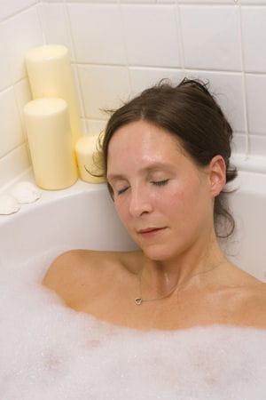un bon bain chaud et au lit 10 astuces pour s endormir approuv es ou pas journal des. Black Bedroom Furniture Sets. Home Design Ideas