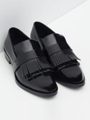 mocassins vernis franges de zara des chaussures loafers franges pour un look preppy boyish. Black Bedroom Furniture Sets. Home Design Ideas