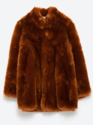 manteau en fausse fourrure de zara de la fausse fourrure pour un vrai style journal des femmes. Black Bedroom Furniture Sets. Home Design Ideas