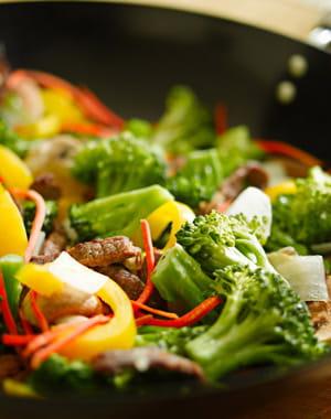 une alimentation saine aide à rester mince et à préserver la fermeté de sa peau.