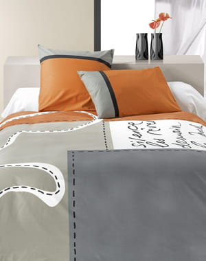 parure de lit grise et orange. Black Bedroom Furniture Sets. Home Design Ideas