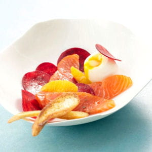 cœur de saumon de norvège fumé, œuf mollet et betteraves à l'orange