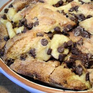pudding de brioche aux bananes et pépites de chocolat