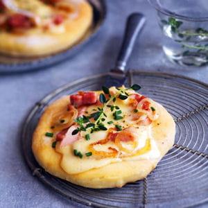 mini pizza au vacherin mont d'or aoc