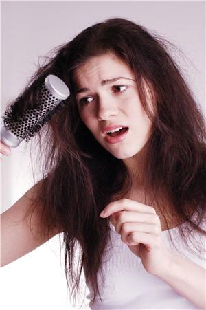 des cheveux cassants et ternes peuvent refl ter des carences alimentaires cheveux et. Black Bedroom Furniture Sets. Home Design Ideas