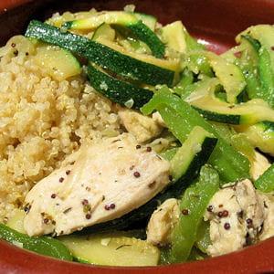 poulet sauté aux légumes et quinoa