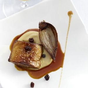 foie gras de canard des landes rôti, purée de pois chiche, échalote confite et