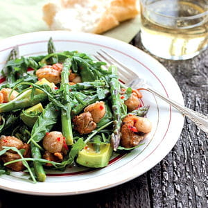 salade d'asperges aux pois gourmands et aux saint-jacques