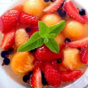 salade de melon, fraises, cassis au poivre de sichuan