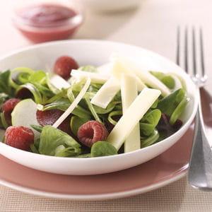 salade rose au comté, pommes, betteraves et framboises