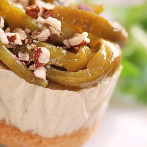 petit cheesecake aux poivrons verts et noisettes