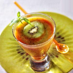 soupe d'abricots et kiwis