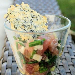tartare de thon, tuile parmesan-pavot