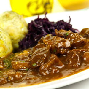 Chevreuil sauce grand veneur 15 recettes pour cuisine le gibier journal des femmes - Marinade pour gibier ...