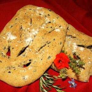 fougasse aux olives et à la tapenade