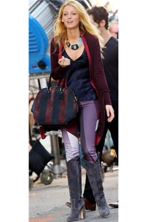 blake lively portait le sac orchard de burberry à new york, le 28 août 2012