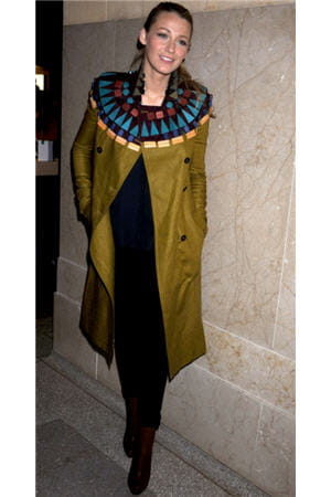 blake lively arborait un trench original de burberry à new york, le 9 décembre