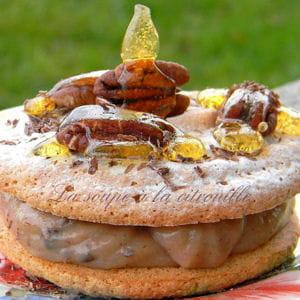 gros macarons à la crème de marron, noix de pécan et éclats de chocolat