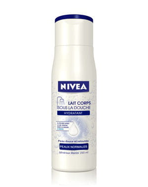 lait corps sous la douche de nivea . 