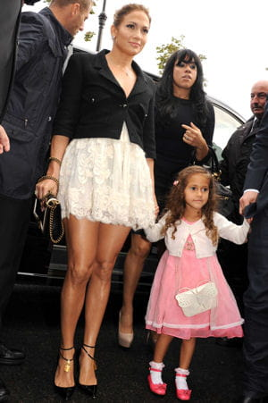jennifer lopez et sa fille emme, au dfil chanel, le 2 octobre 2012. 
