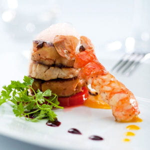 millefeuille de foie gras d'oie, ris de veau, langoustines et émulsion aux