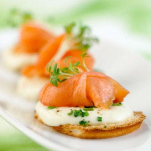 toasts de saumon de norvège fumé à la mozzarella