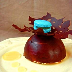 dôme de chocolat noir et son entremet ananas