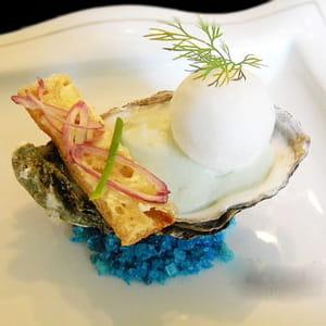 huître fine de claire dans sa perle d'écume de mer