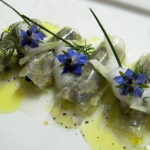 tartare d'huitre aux agrumes, fin cannellonis de gelée d'eau de mer