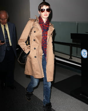 anne hathaway à l'aéroport de los angeles le 21 septembre 2012.