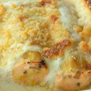 cannelloni de poireaux à la truite fumée et au saumon, crumble au parmesan
