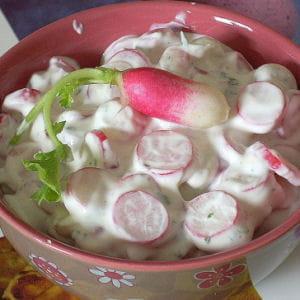 salade de radis roses aux herbes fraîches