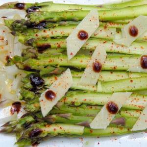 carpaccio d'asperge, balsamique et parmesan