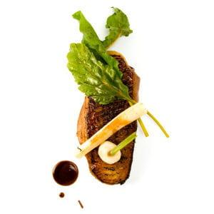 magret de canard clouté au thé fumé et ses légumes oubliés