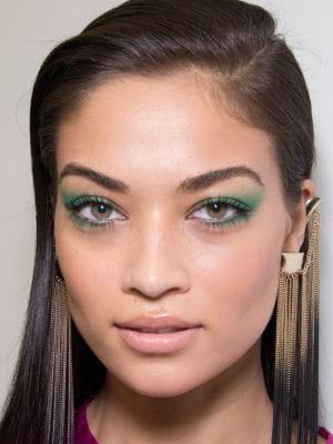 maquillage des yeux le fard paupi res vert. Black Bedroom Furniture Sets. Home Design Ideas