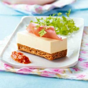 biscuit au sésame et parfait au fromage à la crème elle&vire