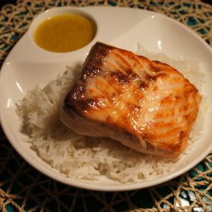 saumon au curcuma et lait de coco
