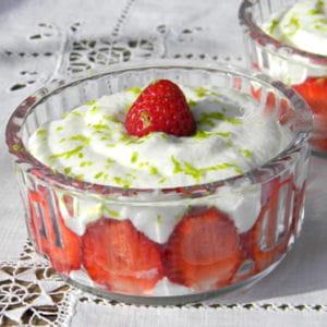 mousse légère au citron vert et aux fraises