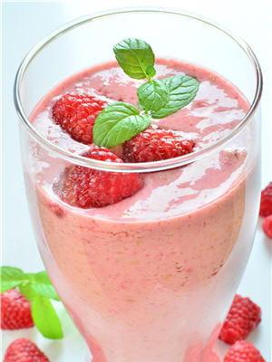 les milk-shake à la framboise peuvent être gourmands et légers.