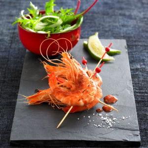 brochette de gambas marinés au citron vert et salsa aux épices douces