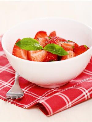 la fraise est naturellement sucrée, elle n'a donc pas besoin qu'on en rajoute.