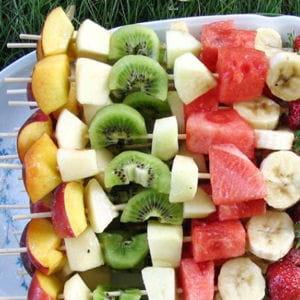 brochettes de fruits frais