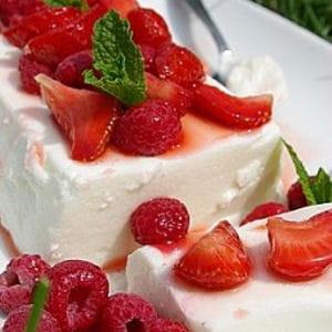 terrine de fromage blanc aux fraises et framboises