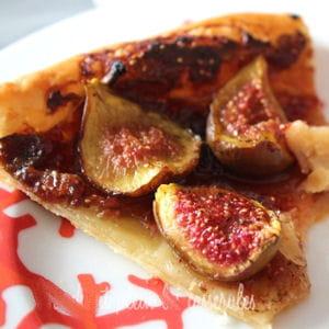 tarte fine aux figues, crème de cassis et épices