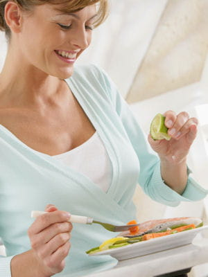 un bon équilibre alimentaire aide à avoir de beaux cheveux.
