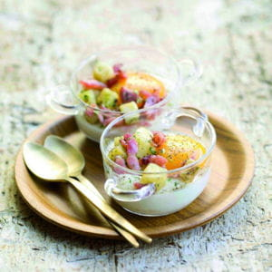 oeuf cocotte, pommes de terre persillées et lardons
